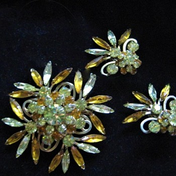 Judy Lee Brooch and Earring Set # 5 - Costume Jewelry