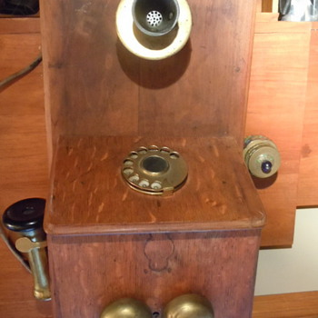 Does anyone know what make phone this is? - Telephones