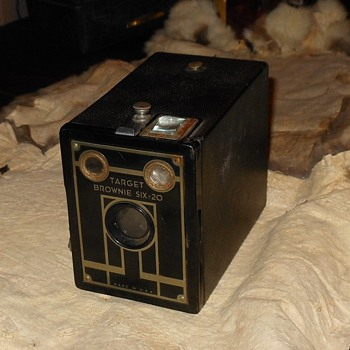 Kodak Target Brownie Six-20 Camera - Cameras