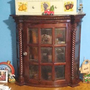 Cardington Square Manor Curio Cabinet  - Furniture