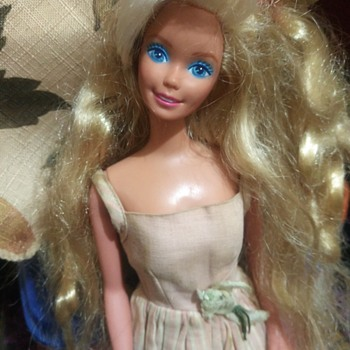 Can you help me with this barbie?  - Dolls