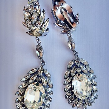 Gigantic Sherman Dangly Clear  Earrings - Costume Jewelry