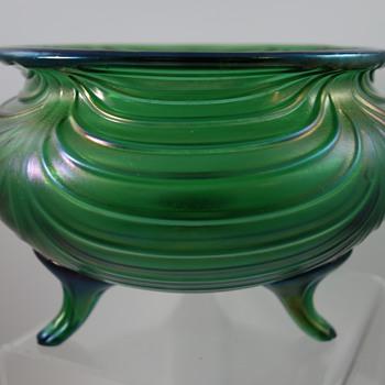 """Loetz Bowl """"Creta mit Festons mit Zwuckenfüsse"""", PN II-1/680, ca. 1901 - Art Glass"""