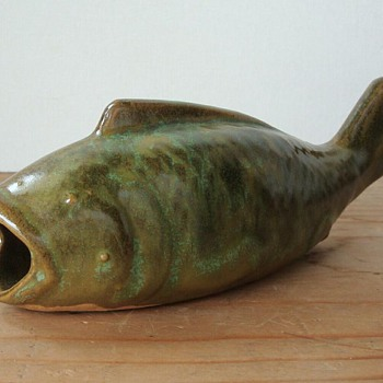 OLD GREEN POTTERY FISH WALL POCKET - Pottery