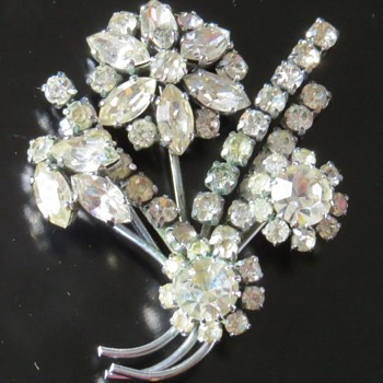 Vintage Shiny Flower Spray Brooch - Costume Jewelry
