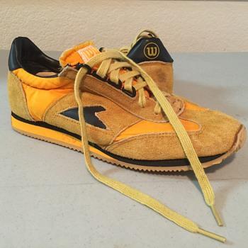 Vintage Wilson bata tennis shoes