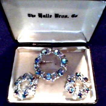 "Weiss 3 Piece ""Aurora Borealis"" Brooch Set /Original ""Halle Bros. Co."" Box/Circa 1950's-60's"