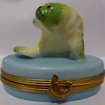 Limoges Peint Main seal box - Animals