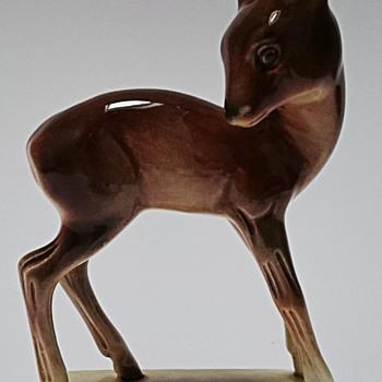 porcelain figurine... unknown signature - Figurines