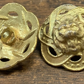 Help identifying these Lion buttons - Animals