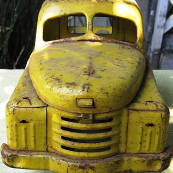 1950s yellow Structo toy truck   - Model Cars