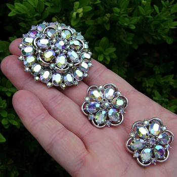 Vintage Trifari Rainbow Flower Brooch Set - Costume Jewelry