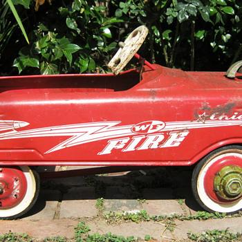 Vintage peddle car, WF Fire Chief 1960s - Model Cars