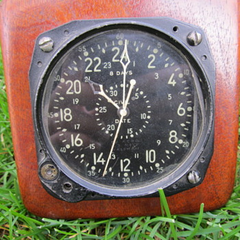 WWII US Navy aircraft clock - Military and Wartime