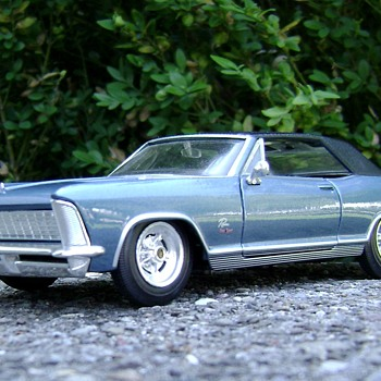 1 / 25 Scale 1965 Buick Riviera Gran Sport - Model Cars