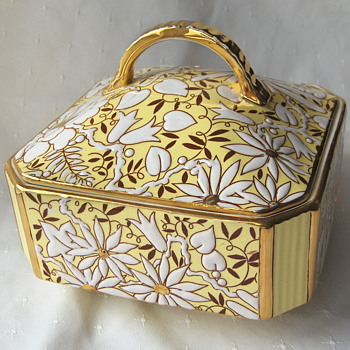 Lovely bright yellow white and gold faience box - mid 20th Boch Freres Belgium - Pottery