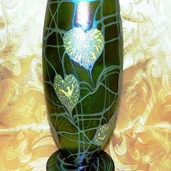 Imperial Free Hand Lily Pad & Vine Vase c.1923. - Art Glass