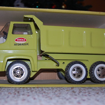 My Tonka Hydraulic dump truck from around 1970. - Model Cars