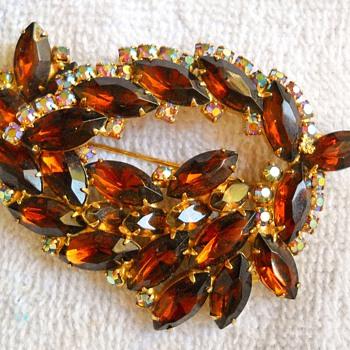JULIANA? RHINESTONE BROOCH - Costume Jewelry