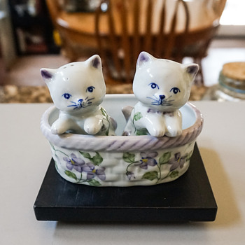 Two Kittens in a Basket Salt & Pepper Shakers - Kitchen
