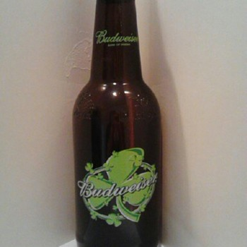 GIANT BUD SHAMROCK BOTTLE