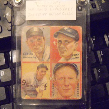 1935 Goudey Brooklyn Dodgers four panel card - Baseball