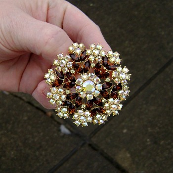 Vintage Crown Trifari Brooch - Contessa - Costume Jewelry