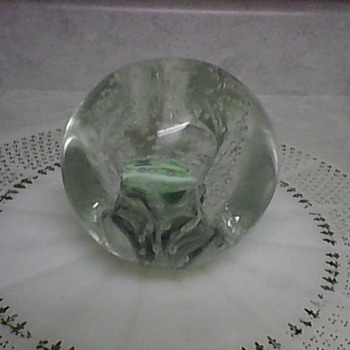 A NICE PAPERWEIGHT - Art Glass