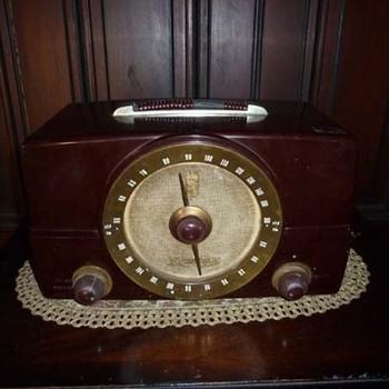 Vintage Zenith Bakelite Radio - Radios