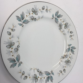 Does anybody have any idea what this pattern is called? Thanks in advance for any help you can offer. - China and Dinnerware
