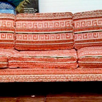 StayingVintage's NEW Favorite OLD Retro Couch Find! - Furniture