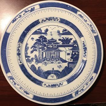Chinese plates, need help identifing - China and Dinnerware