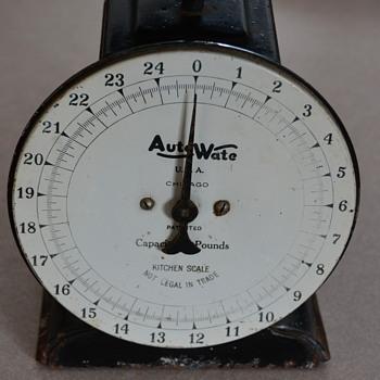 Vintage Auto-Wate Kitchen scale