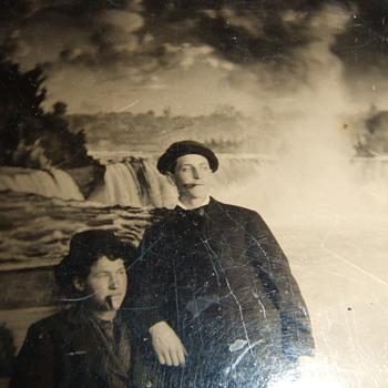 Niagara Falls Backdrop in early photography - Photographs