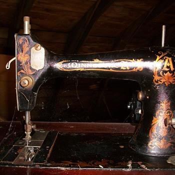 Minesotta sewing machine  - Sewing