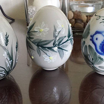 Art Pottery Hand Painted Eggs - Pottery