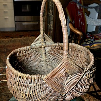 Old Swinging Basket - Furniture