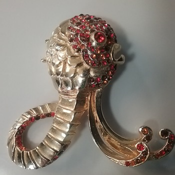 Castlecliff octopus brooch  - Costume Jewelry