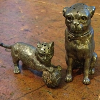 Cat and dog salt and pepper shakers - Kitchen