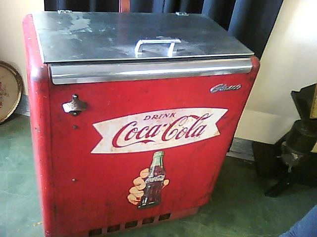 Vintage coca cola machine chest cooler collectors weekly for 1 door retro coke cooler