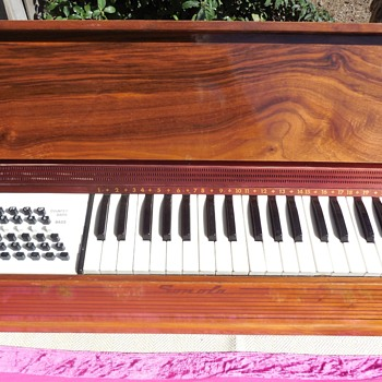 Vintage Sonola Electric Organ Accordion Made In Italy  - Musical Instruments
