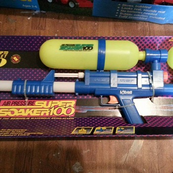 1990 SUPER SOAKER 100 FACTORY SEAL AND MINT  - Toys