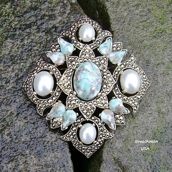 Sarah Coventry brooch  - Costume Jewelry