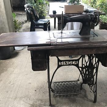 Singer Sewing Machine 1946 - Sewing