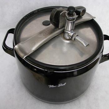 Flex Seal black enamaled pressure cooker (Vischer Products CO.)