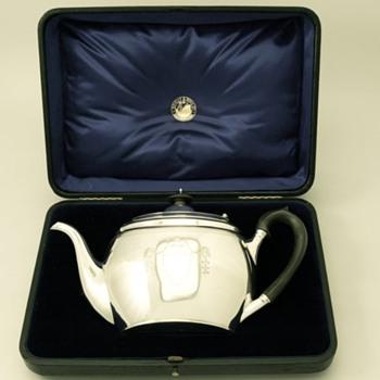 Boxed Edwardian Teapot - Silver