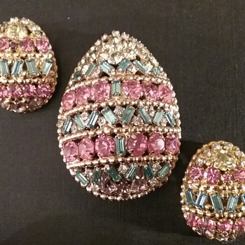 Napier Easter egg brooch & earrings set  - Costume Jewelry