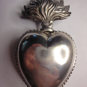 Antique large silver heart shape box  - Fine Jewelry