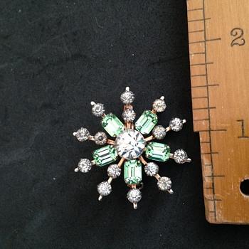 Star shaped brooch - Costume Jewelry