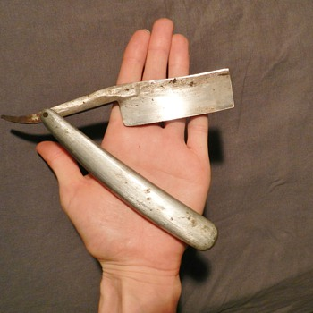 Unusual Gigantic Straight Razor w/ Leather Case - Total Mystery - Accessories